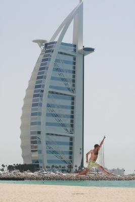 Yo haciendo el canelo con el Burj Al Arab al fondo